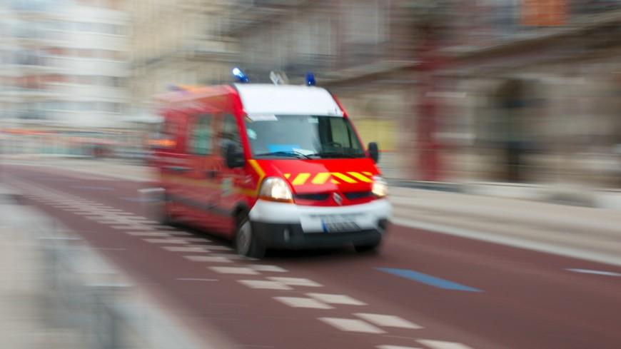 Une femme transportée à l'hôpital mardi