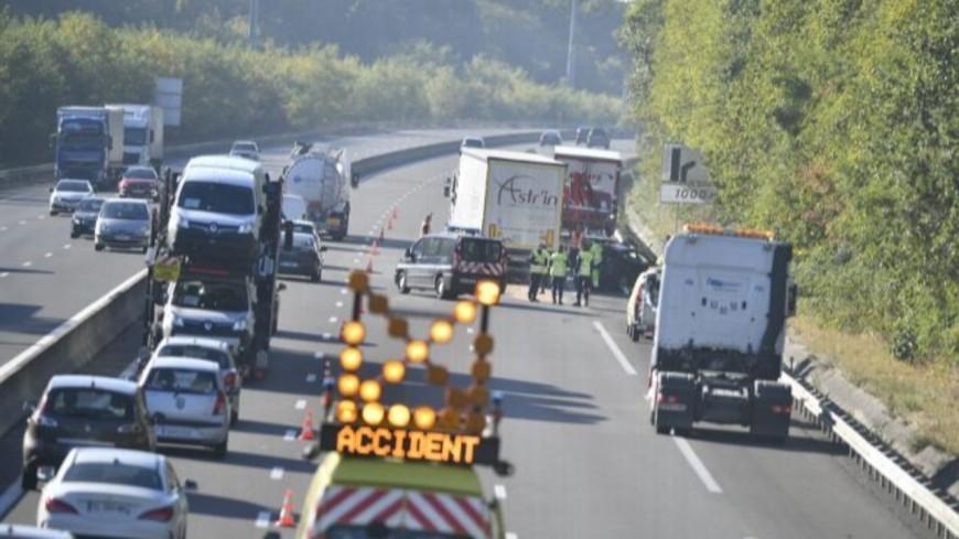 Voiture percutée par un camion-sur l'autoroute A 41 près d'Annecy mardi 6 août