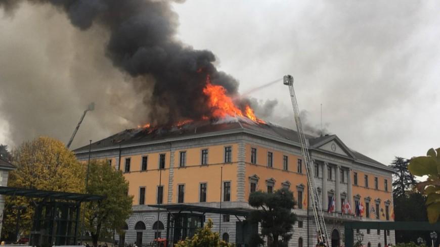 La mairie d'Annecy en feu ce jeudi