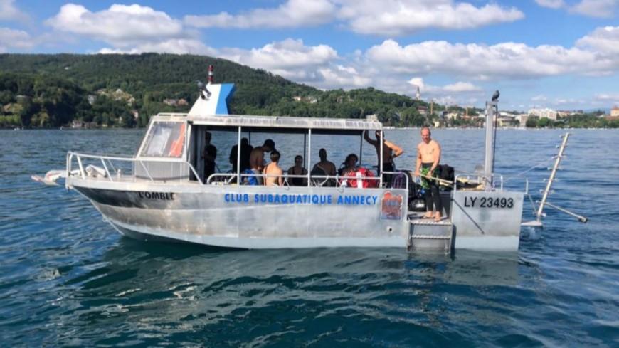 """Une équipe d'apnéistes est parti à la découverte du bateau """"France"""" au fond du lac d'Annecy"""