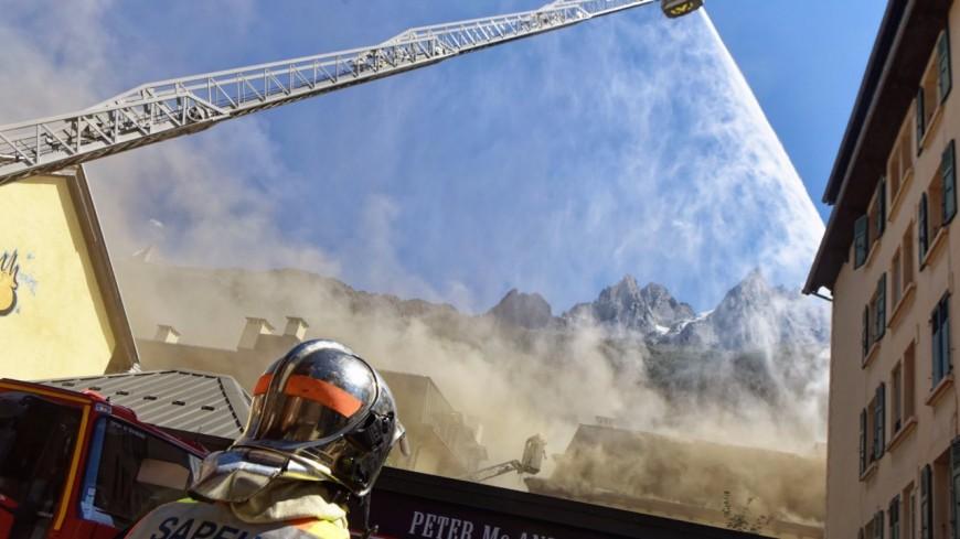 Chamonix : un incendie dans le centre-ville mobilise 80 pompiers (photos)