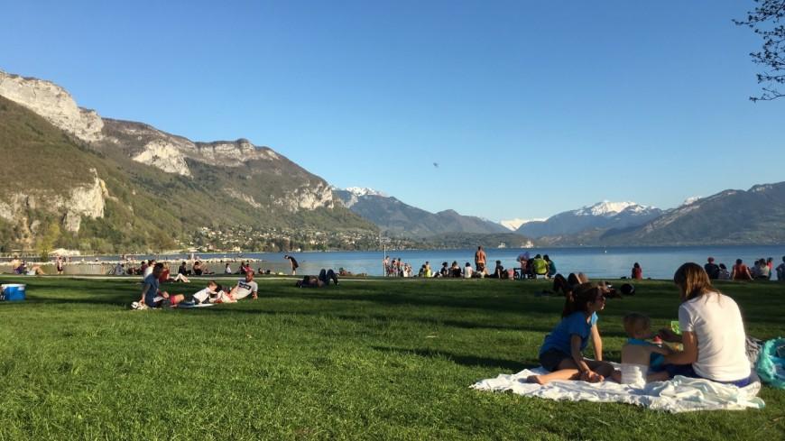 Annecy : la plage d'Albigny interdite à la baignade