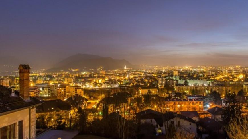 Le couvre-feu en Haute-Savoie interpelle les élus
