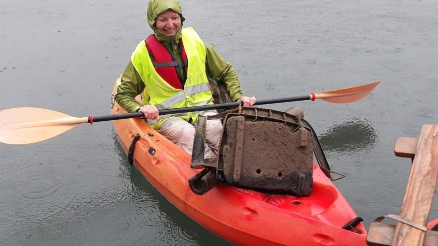 Ramassage des déchets en kayak à Doussard