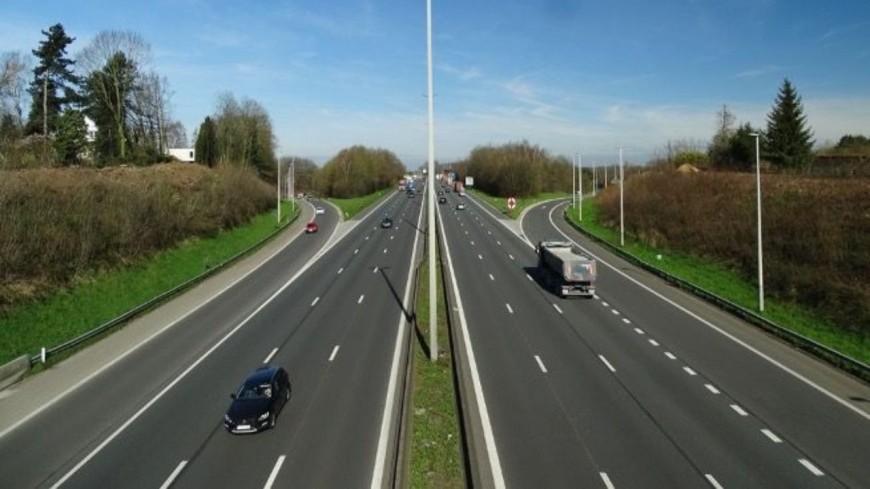 Pourquoi les français roulent-ils sur la voie centrale ?