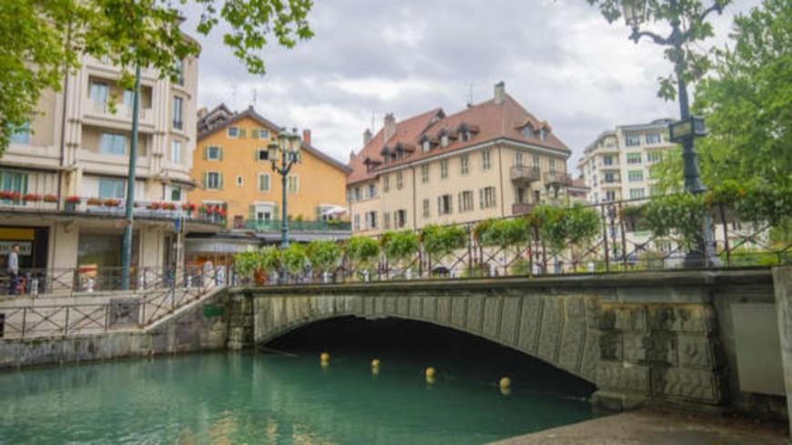 Annecy : l'eau du canal du Vassé troublée