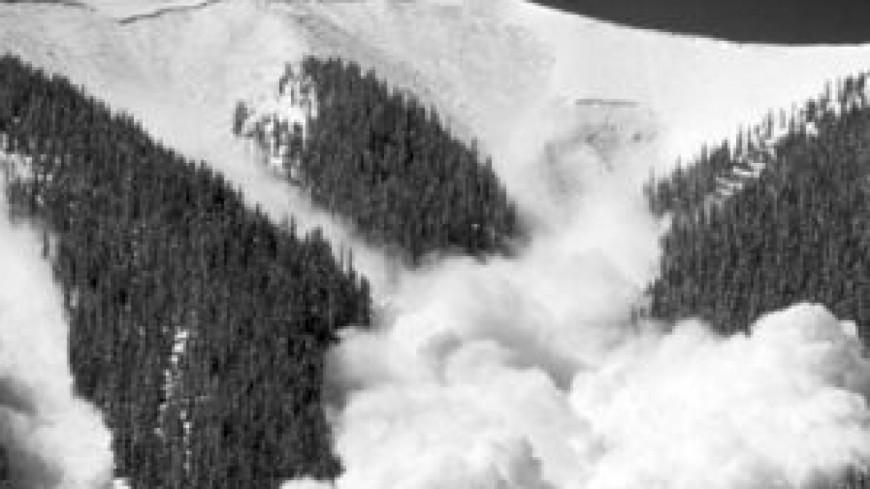 Le risque d'avalanche reste fort en montagne