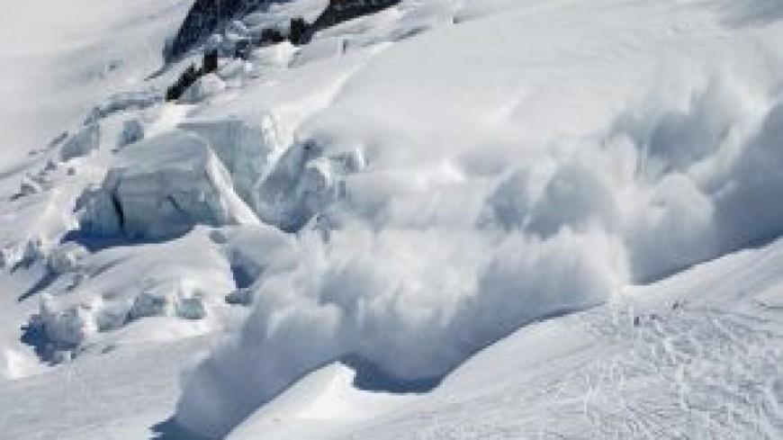Un skieur meurt emporté par une avalanche
