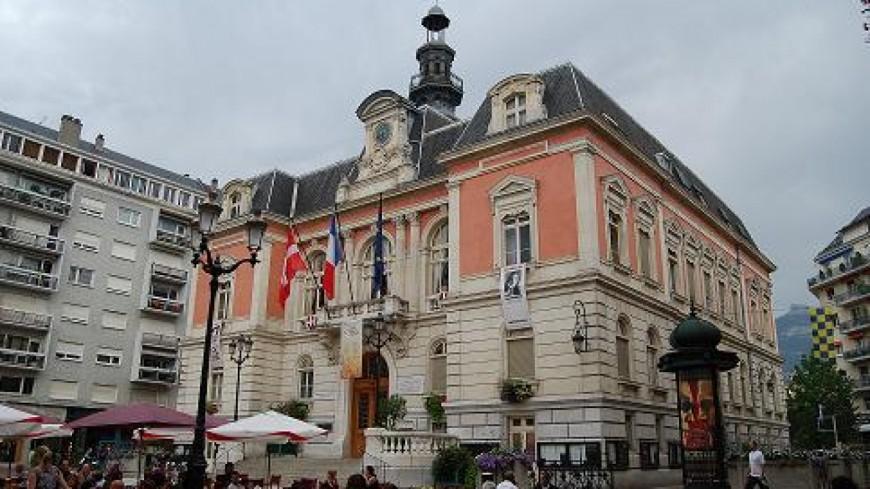 Un rassemblement devant la mairie de Chambéry