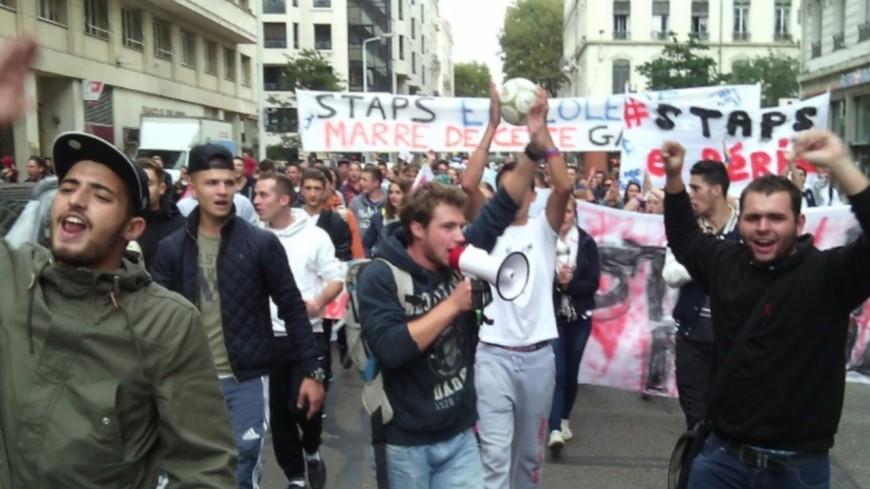 Les étudiants descendent dans la rue à Chambéry