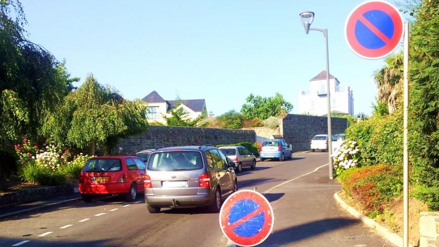 Annecy : stationnement interdit place des Romains