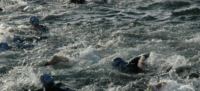 Nombre record de nageurs pour la traversée du lac d'Annecy