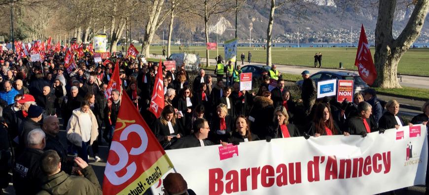 Les avocats poursuivent la grève ce mardi