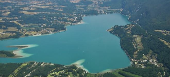 Pollution à l'huile de vidange sur le lac d'Aiguebelette